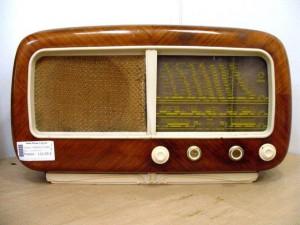 VECCHIA RADIO PHILIPS 1