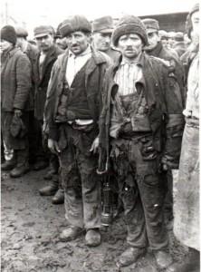 1944-11-23_photo-da087_muncitori-mineri-din-valea-jiului-gheorghe-gheorghiu-dej