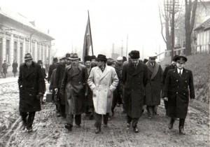 1944-11-23_photo-da091_miners-and-railroad-workers-petrosani-gheorghe-gheorghiu-dej